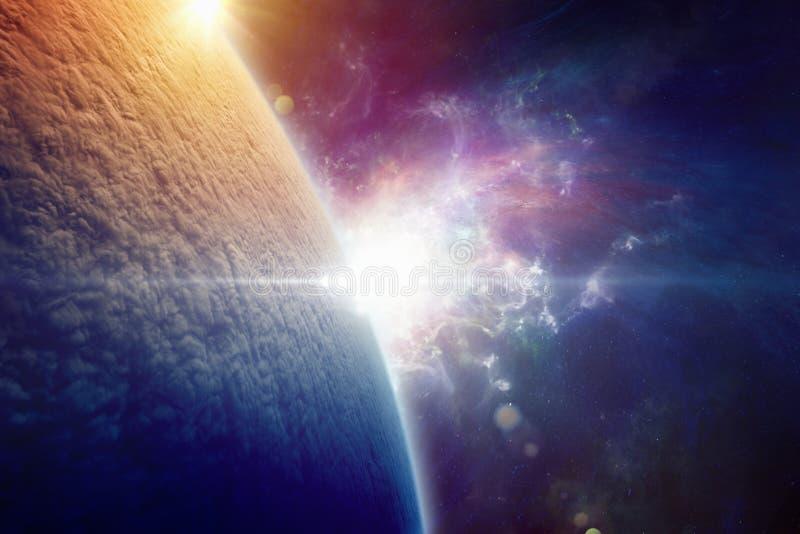 A terra do planeta é coberta completamente com as nuvens após um w nuclear imagem de stock