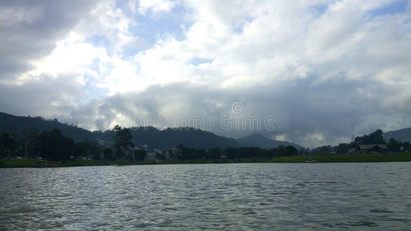 Terra e céu da água imagens de stock