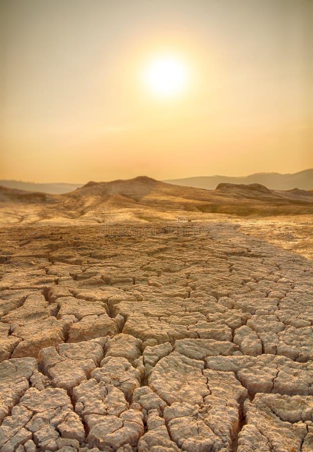 Terra e caldo di siccità fotografia stock libera da diritti