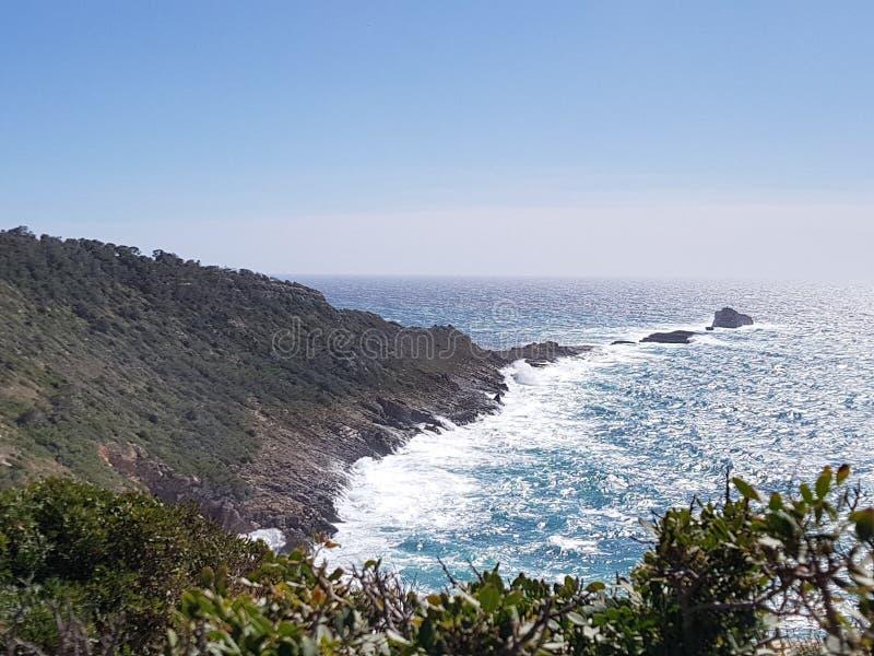 A terra e o mar têm uma data imagem de stock