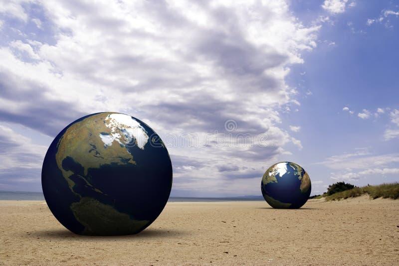 Terra em uma praia fotos de stock
