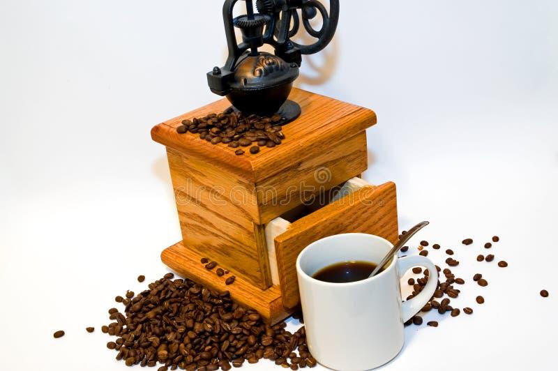 Terra fresca e caffè preparato fotografia stock libera da diritti