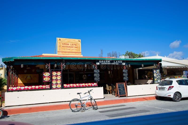 Terra grega, um restaurante grego situado no Ixia/Ialyssos Rhodes Greece, vista do streat foto de stock royalty free