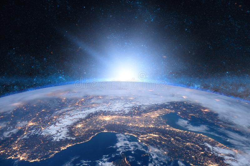 Terra no espaço Nascer do sol azul fotografia de stock royalty free