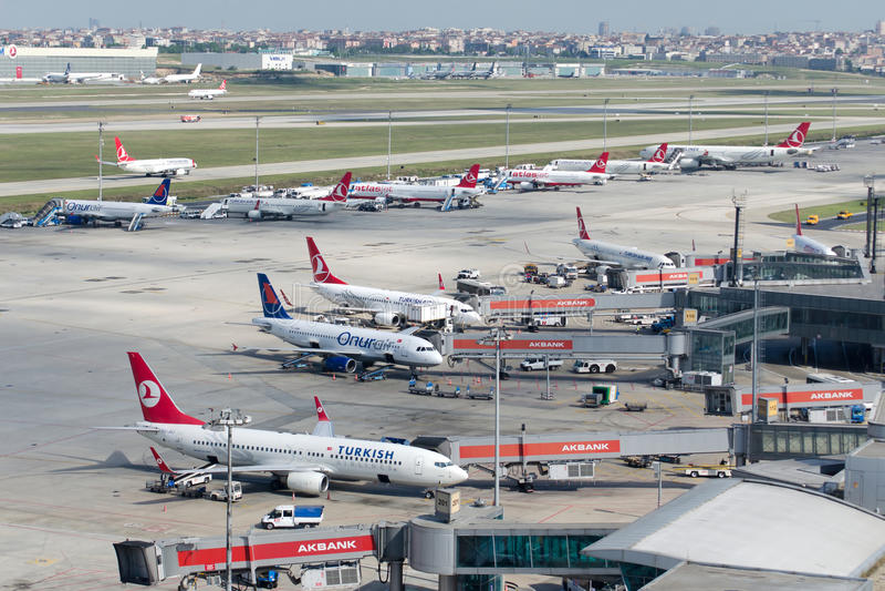 Terra norte do aeroporto de LTBA Istambul Ataturk imagens de stock