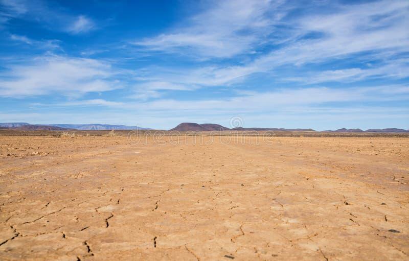 Download Terra rachada foto de stock. Imagem de rachadura, deserto - 107528372