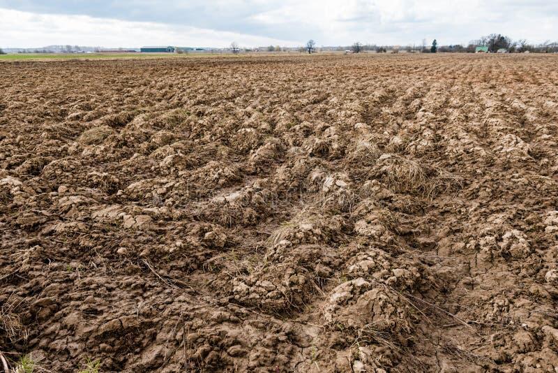 Terra Sulco na terra agrícola imagem de stock royalty free