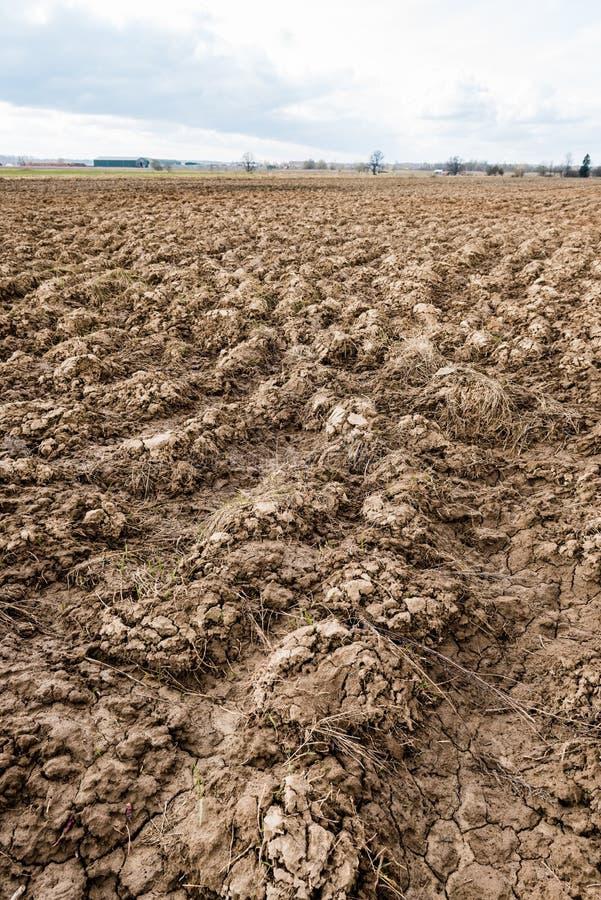 Terra Sulco na terra agrícola foto de stock
