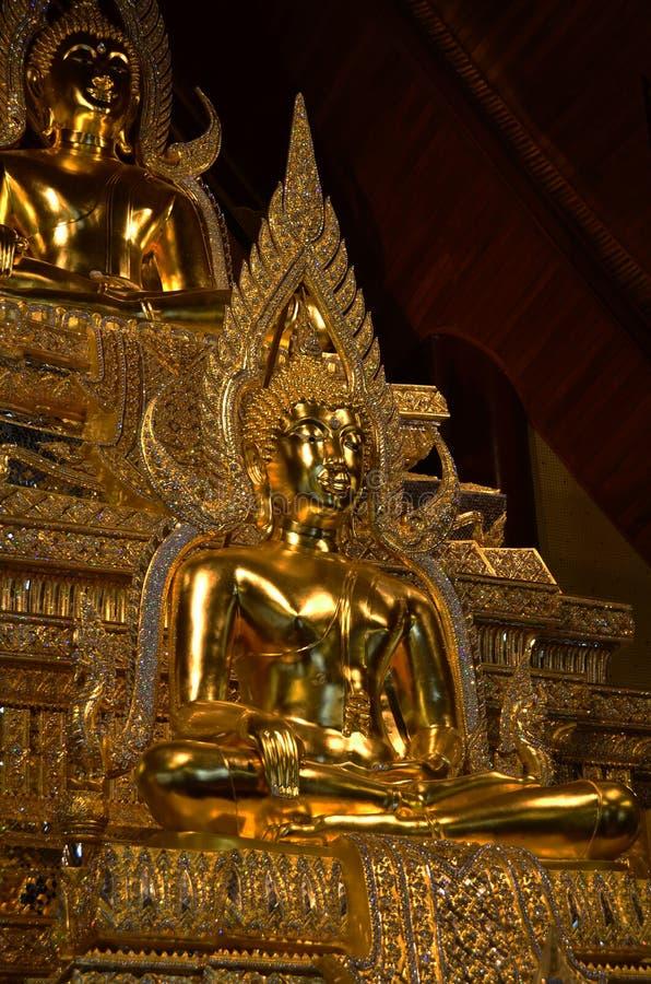 Terra tailandese della statua di Buddha immagine stock
