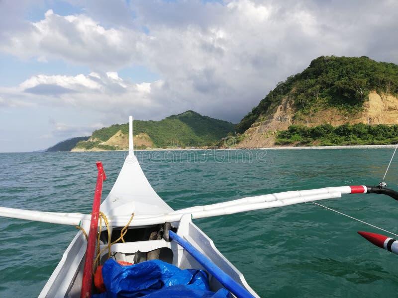 Terra, uff! Vista della linea costiera tropicale dal banka fotografie stock
