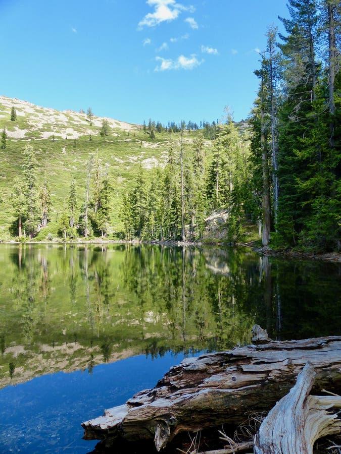 Terrace Lake in the Trinity Divide Berge of Northern California lizenzfreie stockbilder