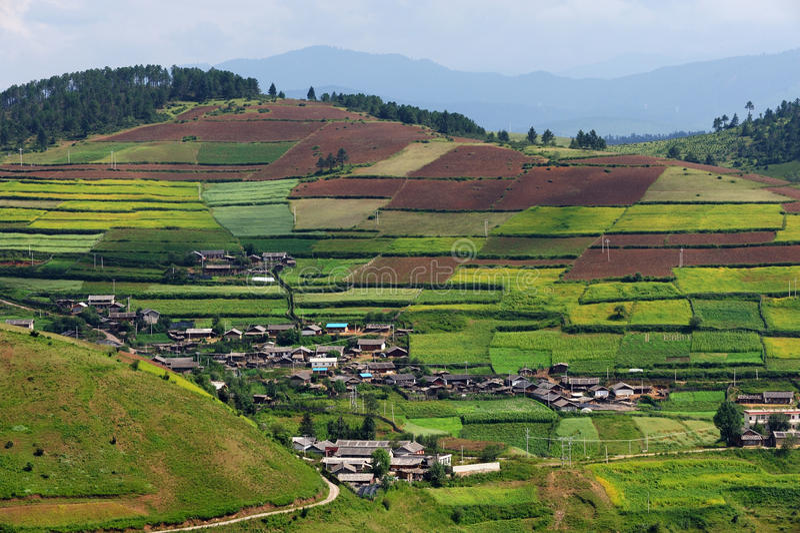 Terraced πεδία και χωριό στοκ εικόνες με δικαίωμα ελεύθερης χρήσης