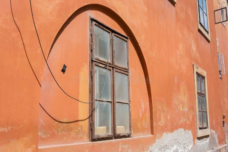 Terracota del arco de la pared del estilo del art déco coloreada fotografía de archivo