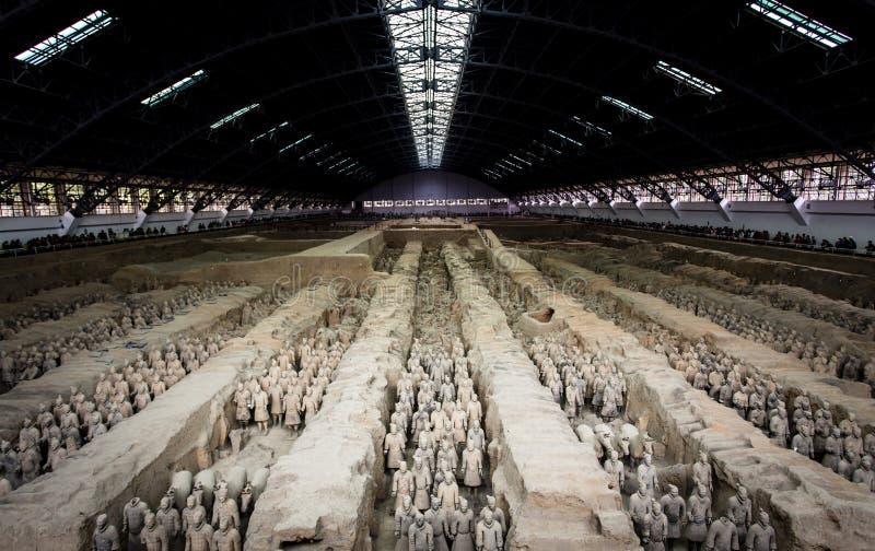Terracotaleger van de eerste keizer van China stock foto