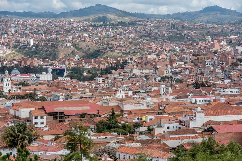 Terracottadaken bij Sucrestad in Bolivië stock afbeelding