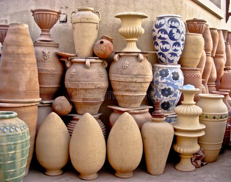 Terraglie arabe fatte a mano a colori Fostat Cairo fotografia stock libera da diritti