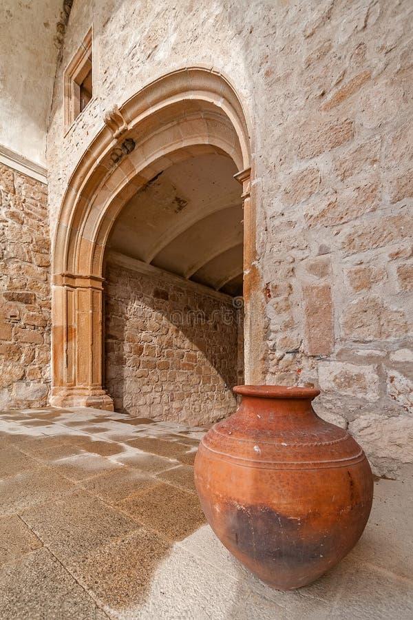 Terraglie ceramiche tipiche e tradizionali dell'Alentejo di argilla rossa da Crato fotografia stock libera da diritti