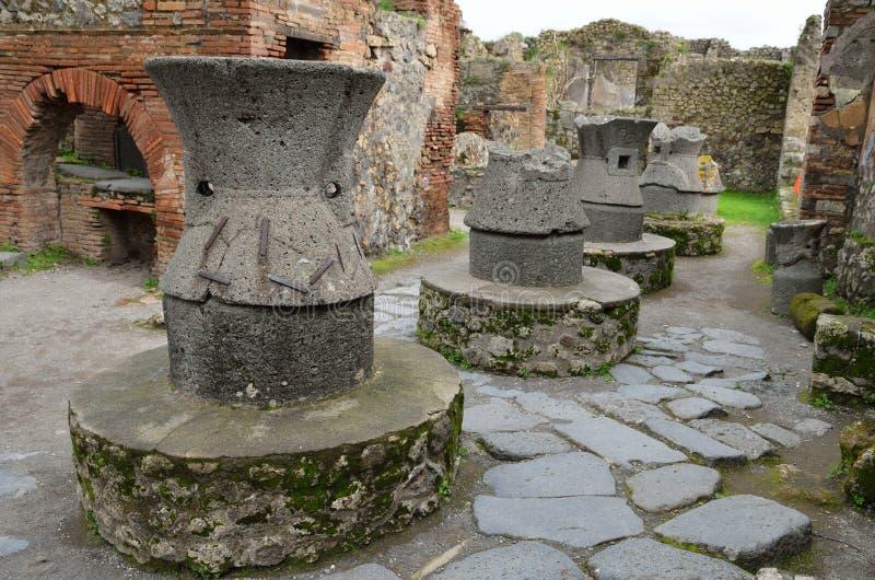 Terraglie greche ristabilite a Pompei antica immagini stock
