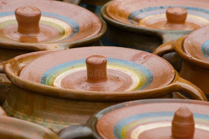 Terraglie rustiche tradizionali dalla Romania fotografia stock