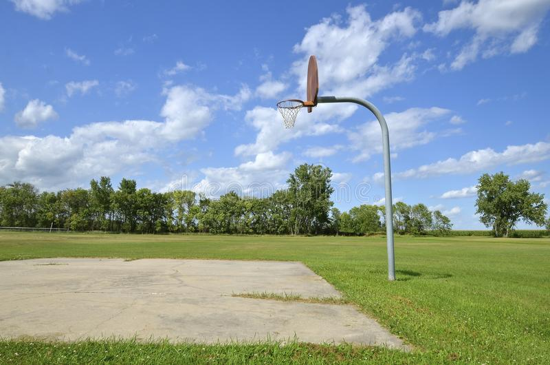Terrain de basket de parc photographie stock libre de droits