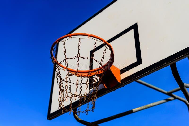 Terrain de basket et cercle photos libres de droits
