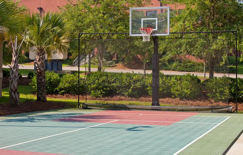 Terrain de basket extérieur photo libre de droits