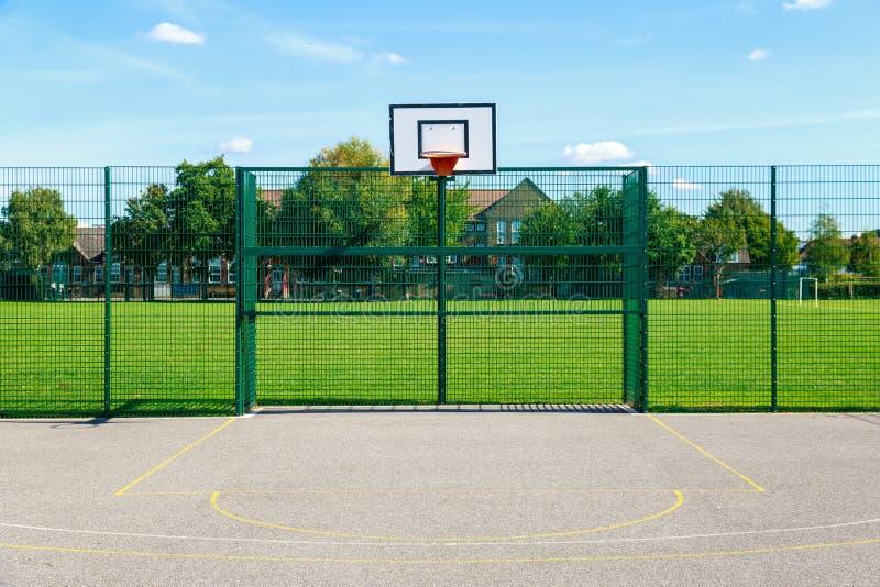 Terrain de basket extérieur photographie stock
