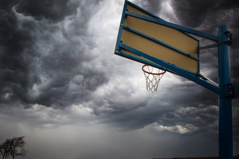 Terrain de basket de rue image stock