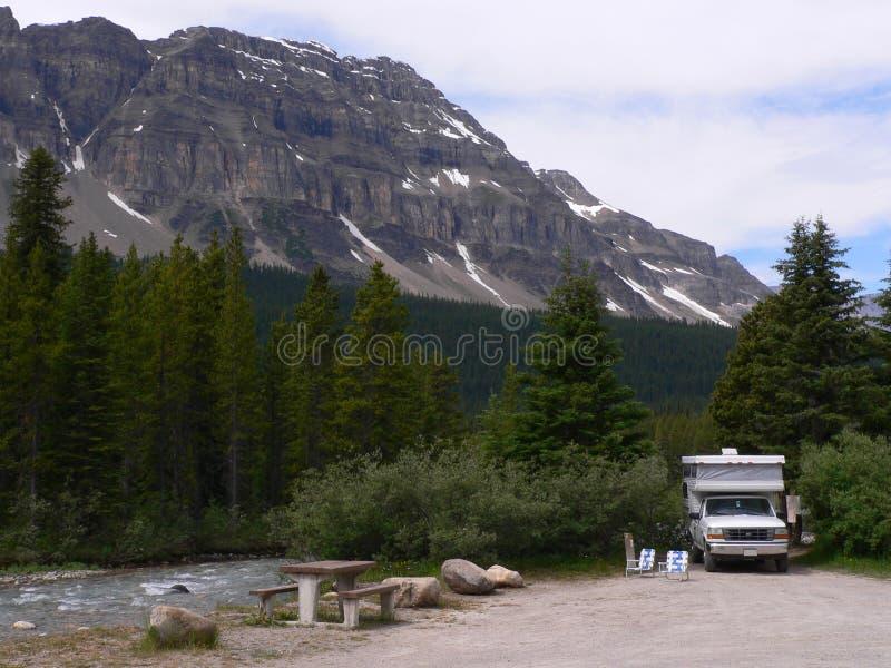 Terrain de camping de Creekside photographie stock