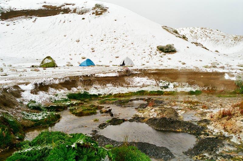 Terrain de camping de neige près des regroupements thermiques, Chili photos libres de droits