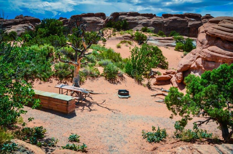 Download Terrain De Camping - Parc National De Voûtes - Moab, Utah Photo stock - Image du incendie, arbre: 87702128
