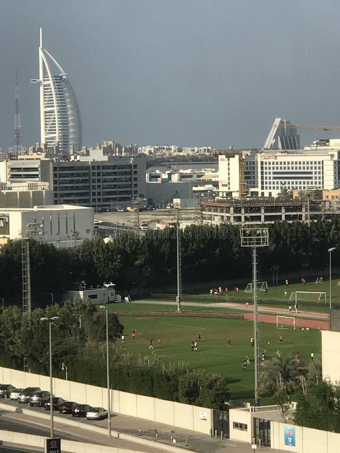 Terrain de football à Dubaï images stock