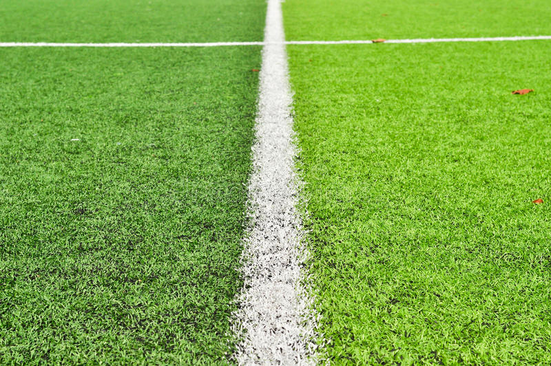 Terrain de football dans un stade photographie stock libre de droits