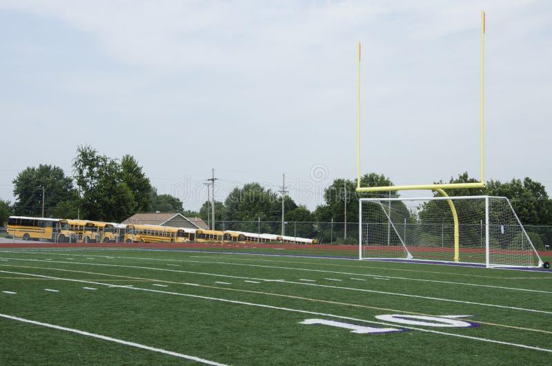 Terrain de football de lycée photographie stock libre de droits
