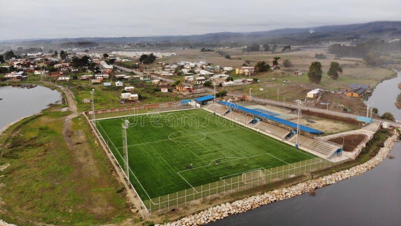Terrain de football différent avec la mer et la rivière photos stock