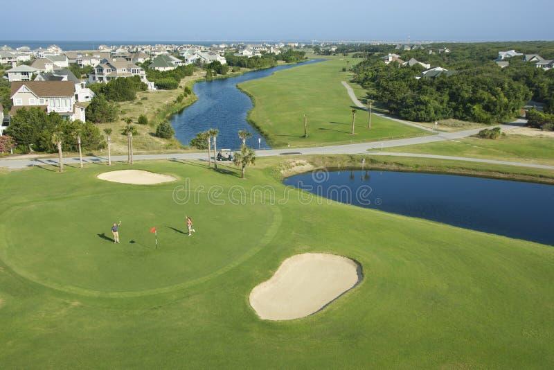 Terrain de golf côtier. photographie stock libre de droits