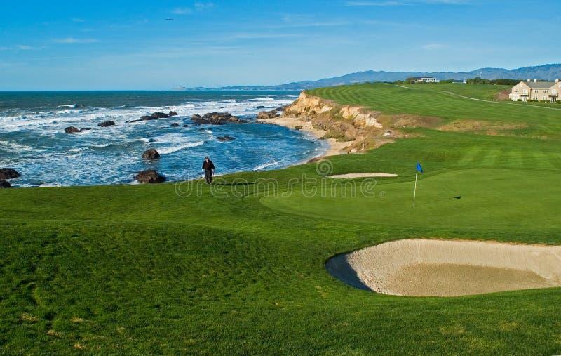 Terrain de golf côtier photo stock