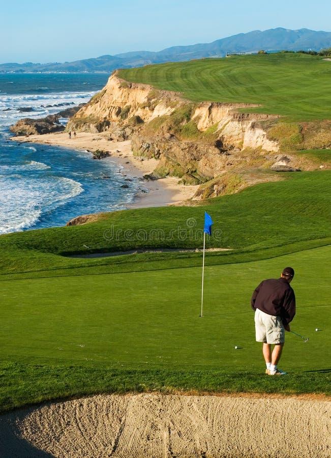 Terrain de golf côtier images libres de droits