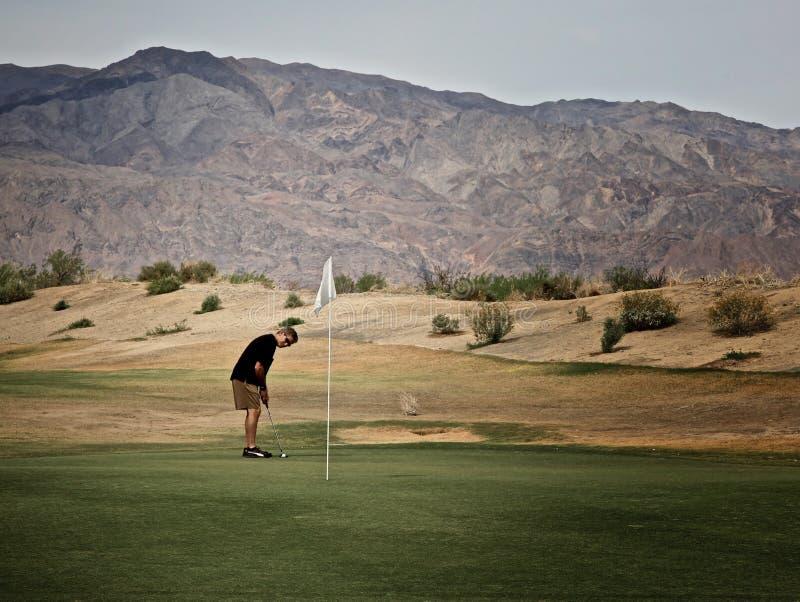 Terrain de golf de crique de four de Death Valley de golfeur d'homme photos libres de droits