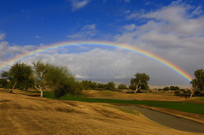 Terrain de golf d'arc-en-ciel image stock