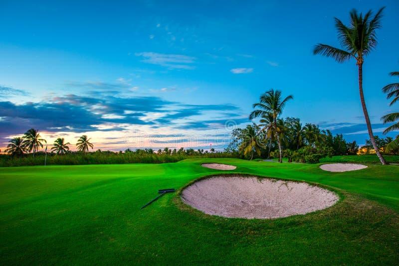 Terrain de golf dans la campagne image libre de droits