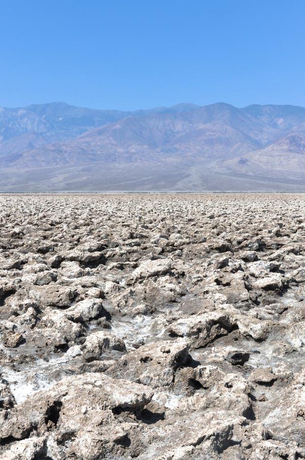 Terrain de golf de diables dans le parc national de Death Valley, la Californie image libre de droits