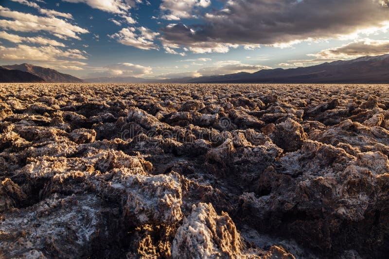 Terrain de golf de diables dans le parc national de Death Valley photographie stock