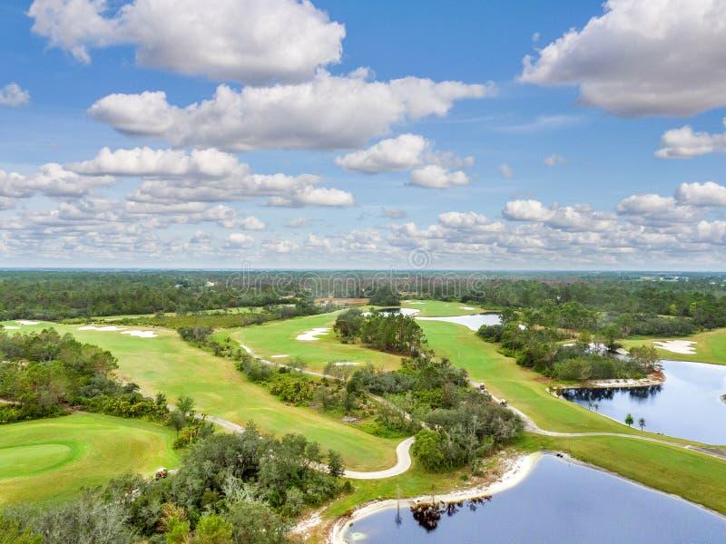 Terrain de golf de la Floride d'en haut images stock