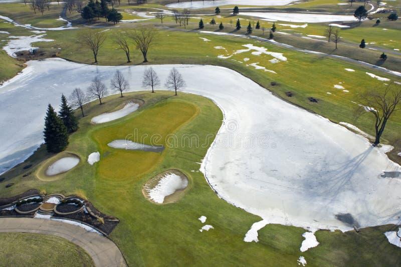 Terrain de golf pendant l'hiver images stock