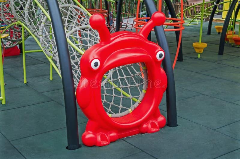 Terrain de jeu coloré et bariolé d'enfants photo libre de droits