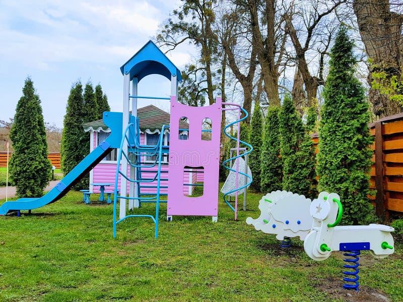 Terrain de jeu d'enfants dans Vinnytsya, Ukraine image libre de droits