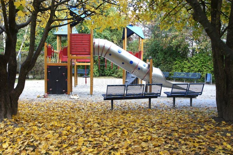 Terrain de jeu dans la saison Allemagne d'automne image stock