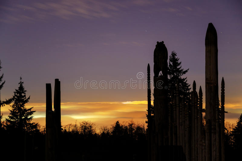 Terrain de jeu des dieux sur la montagne de Burnaby avec la nuit brumeuse à l'arrière-plan images stock