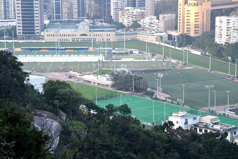 Terrain de jeu du football en vallée heureuse photo stock